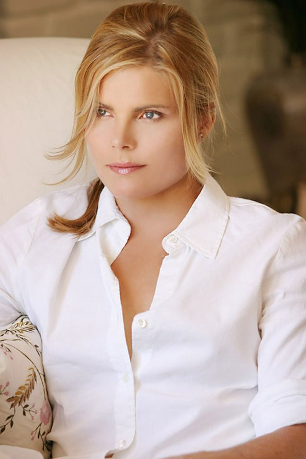 TRAVELERS ADVANTAGE MARIEL HEMINGWAY
